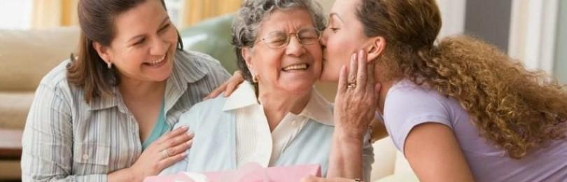 Лучшие варианты подарков для любимой бабушки на 90 и 95 лет
