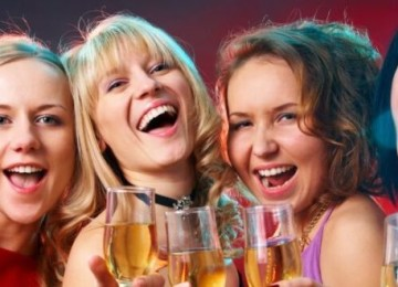 Как оригинально и весело поздравить женщин-коллег с 8 Марта?