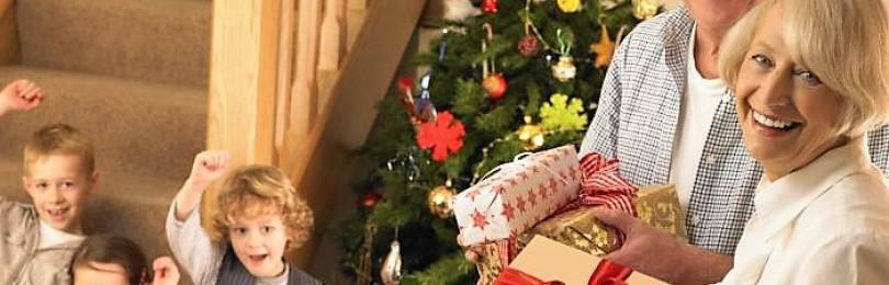 Идеи подарков для бабушки и дедушки на Новый год — чем порадовать родных?