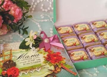 Каким подарком порадовать мамочку на юбилей 45 лет: топовые идеи презентов
