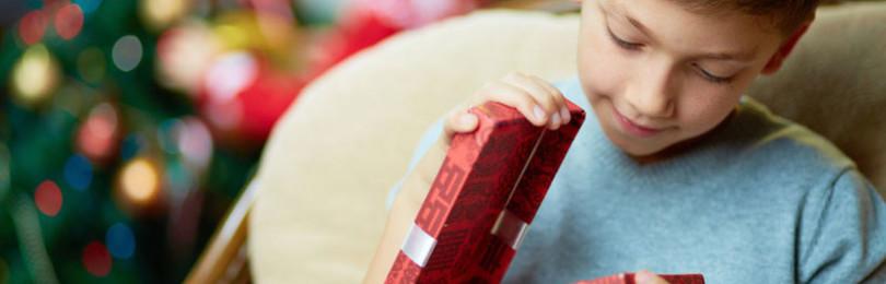 Каким подарком порадовать мальчика в Новый год?