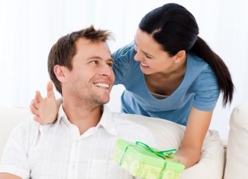 Выбор подарка для брата на 30 лет — чем порадовать взрослого братишку на юбилей?