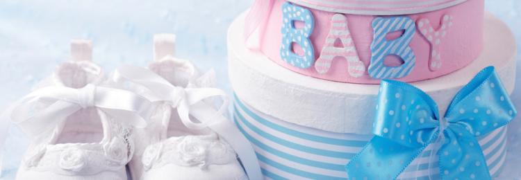 Как выбрать подарок новорожденной девочке и ее родителям?