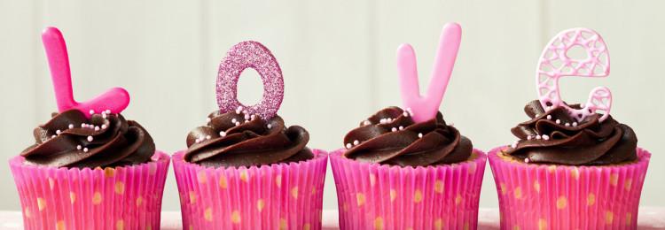 Как самостоятельно спечь и украсить торты и капкейки на 14 февраля?