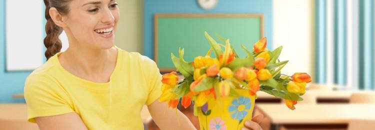 Что подарить учителям, классному руководителю и директору школы на 8 марта от класса или от себя лично?