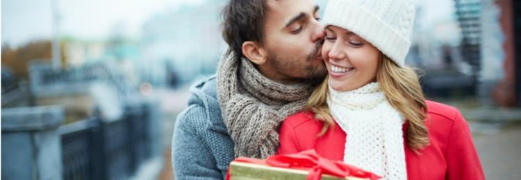 Идеи подарков для жены на 14 февраля — как порадовать вторую половинку?