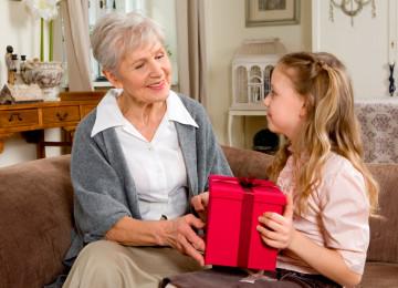 Что можно подарить любимой бабушке на праздник 8 марта?