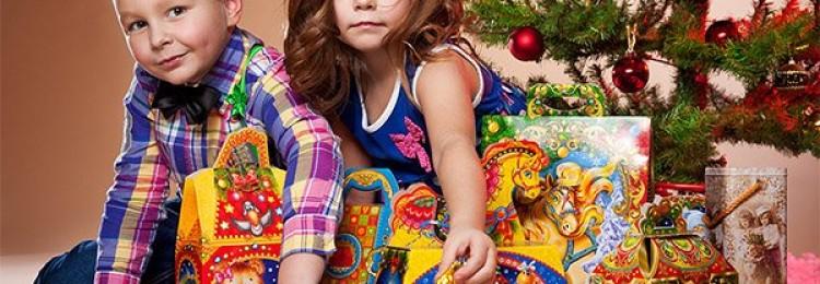 Что подарить детишкам и их воспитателям в детском саду на Новый год?