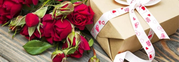Что можно подарить любимой подруге в день 8 марта?