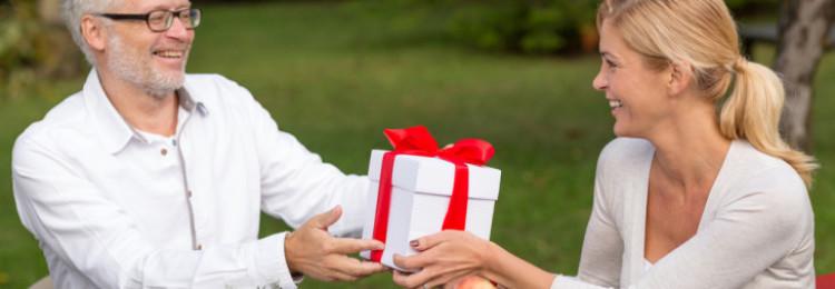 Лучшие идеи подарков на 50-летие отца