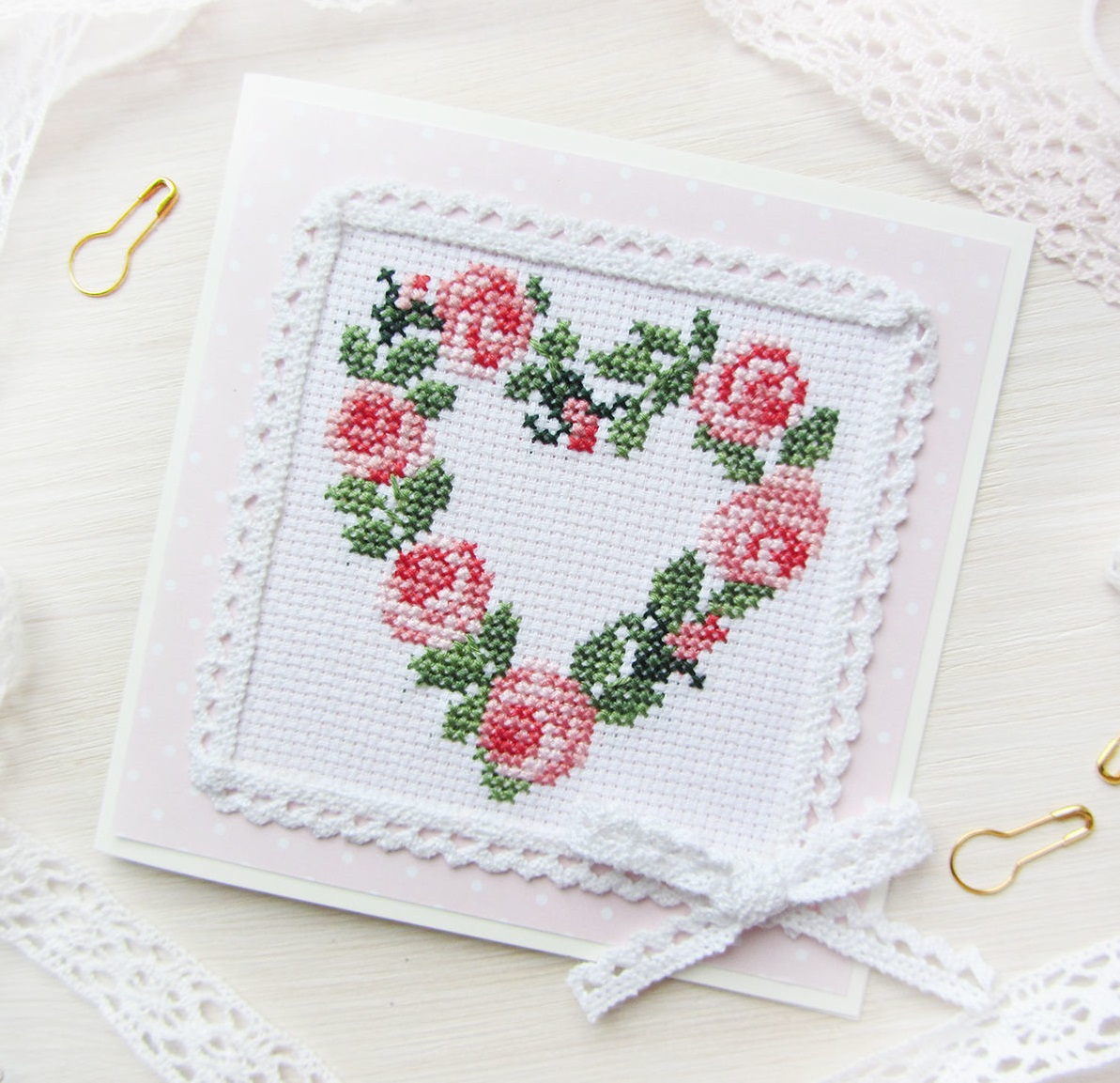 Поздравительная открытка с вышивкой