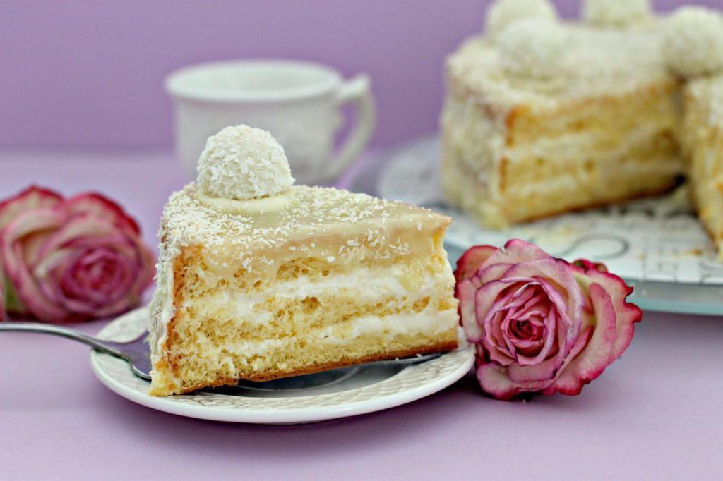 Як самостійно спекти і прикрасити торт і капкейки на 14 лютого?